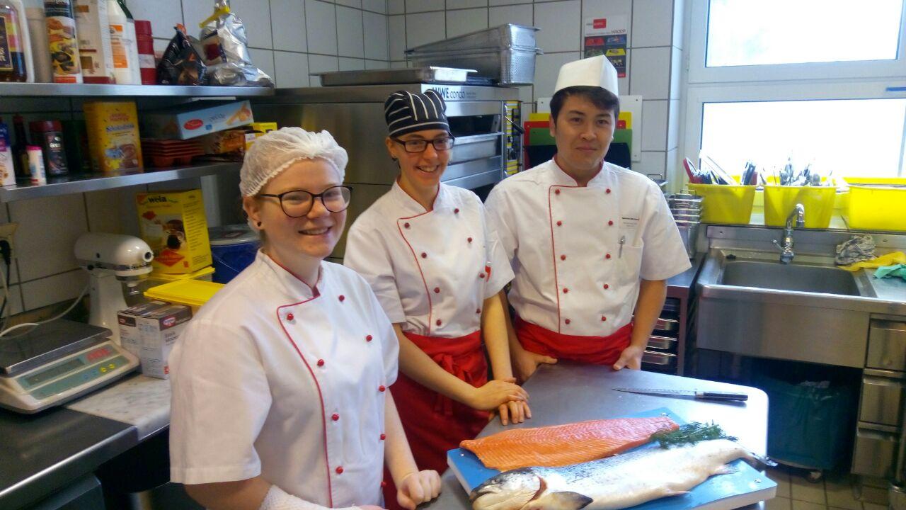Küchennachwuchs Im BRK-Seniorenheim